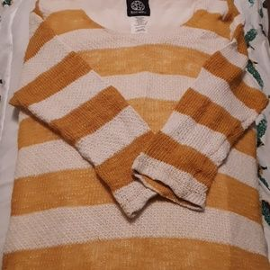 Bonneau summer 3 quarters sleeve knit top.